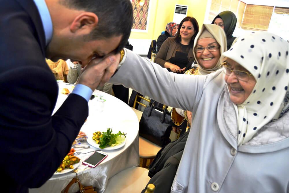 السيد رئيس مجلس الإدارة سيتهان إيزيس عاش لحظات عاطفية في وجبة الإفطار الخاص بالعمرة.